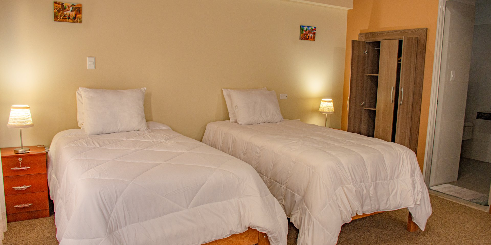 double room in hotel in ollantaytambo